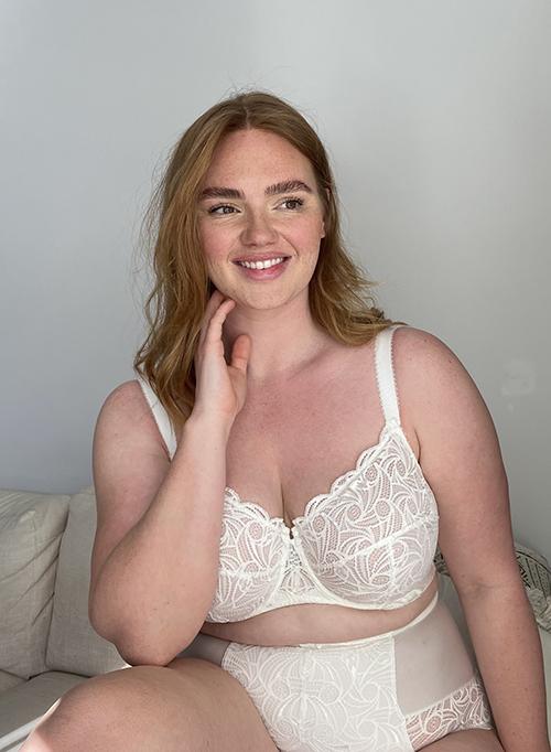 Ensemble de lingerie blanche en dentelle pour les grandes tailles jusqu'au bonnet F